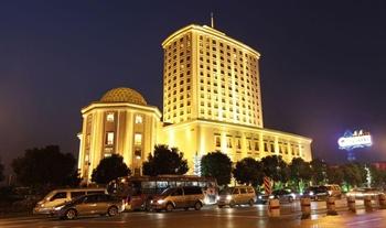 苏州白金汉爵大酒店夜景图片