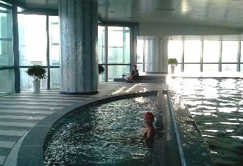 青岛远雄悦来酒店公寓泳池