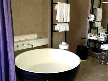 北京益田影人花园酒店豪华套房-卫生间
