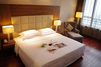 北京太阳花酒店套房卧室