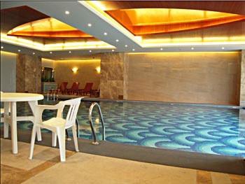 广州礼顿酒店游泳池