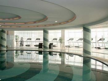 上海东方滨江大酒店(国际会议中心)游泳池