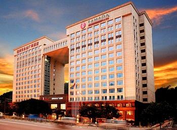 广州嘉鸿华美达广场酒店外景图片