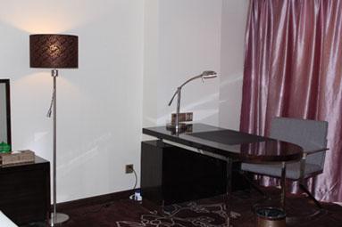 广州克莱顿酒店中式房写字台
