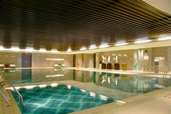 青岛富力艾美酒店游泳池