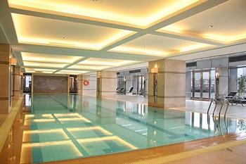 上海兴荣温德姆酒店游泳池