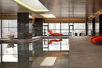 上海外滩英迪格酒店室内游泳池