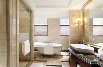 常熟世贸国际饭店至高套房-卫生间