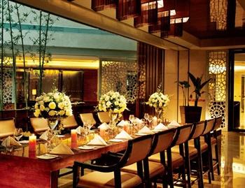 顺德金茂华美达广场酒店西餐厅一角