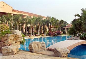 东莞峰景酒店碧湾游泳池