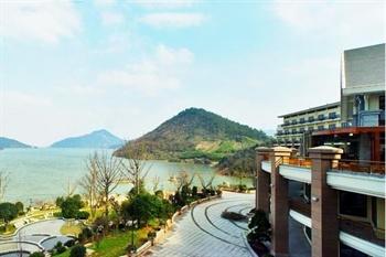 临安中都青山湖畔大酒店外观