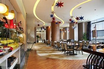 成都首座万丽酒店御花园西餐厅