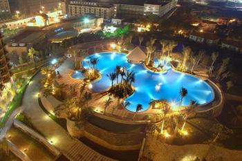 东莞帝豪花园酒店游泳池夜景