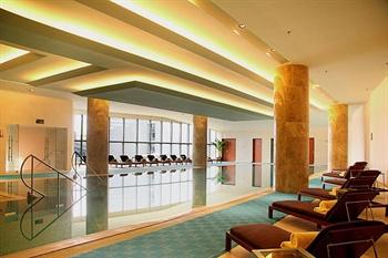 南宁鑫伟万豪酒店室内游泳池