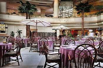郑州索菲特国际饭店圆顶阁西餐厅