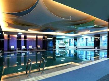郑州郑东新区雅乐轩酒店泳池