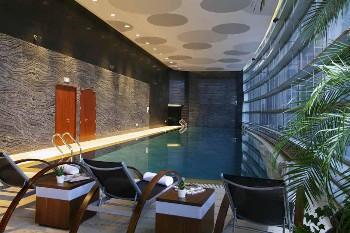 南京绿地洲际酒店室内游泳池